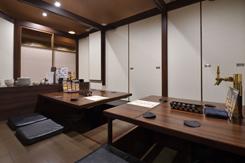 10名用の掘りごたつ席の個室。全室にビールサーバーを設置し、寛いでビールを楽しめる