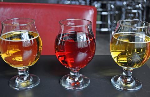 リンゴ果汁以外を使うことで、味わいはもちろん、色合いも大きく変化。目でも楽しめるのがクラフトハードサイダーの魅力