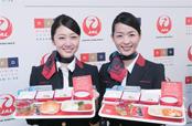 JAL客室乗務員も、若手料理人が手がけた新たな機内食の提供に期待を寄せていた