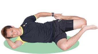 体が反らないよう、骨盤は前へ。腿の前側が伸びているのを感じましょう。
