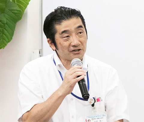 挨拶する松山市産業経済部 観光・国際交流課長の白石氏。日本酒の注目度が世界的に高まるなか、愛媛の地酒への期待を語った
