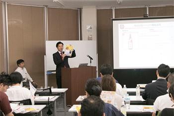 ぐるなびからは、「日本酒への関心を高める情報発信が大切」とデータを基に紹介。ぐるなびの「日本酒・焼酎データベース」や、外国語版の活用を呼びかけた
