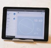 ぐるなびPOS+(左)と、OES端末(右)。画面上にアイコンが表示され、直感的な操作が可能。OES内のメニューの並びは店舗でカスタマイズしている