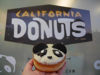 一番人気の「パンダドーナツ」。食べる前に撮影するのは、今や世界中で見慣れた光景だ