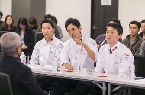 三次審査(学園祭審査)でGOLD EGGに選ばれた5名は、その日の夜、松本氏と初対面。塩作りに命をかける松本氏に手探りでインタビュー