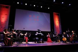 授賞セレモニーの冒頭、審査員の千住明氏が作曲した「RED U-35」のテーマ曲「Challengers」が初披露された