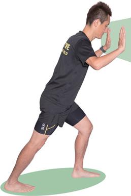 しっかりふくらはぎの筋肉を伸ばしましょう。左右の脚で各20~30秒。