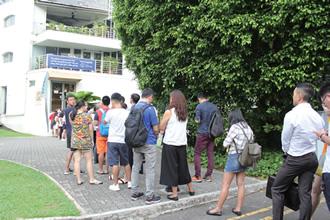 好立地ではないが、昼夜とも2時間待ちの行列ができる人気ぶり。「ミシュランガイドシンガポール2017」に掲載され、列はさらに長くなった
