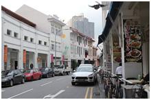 シンガポール南部の繁華街・タンジョン・パガーの一角。住宅やオフィスが集まり、平日はビジネス層、週末はファミリーが多い。表通り(写真)は飲食店など様々な店が並ぶが、「鰻満」は人通りの少ない裏路地にある。