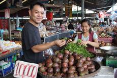 食材の仕入れで重宝される市場。日本料理に必要な食材を安く仕入れられる