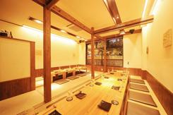 掘りごたつ席は仕切ることができ、最大26名の半個室としても利用可能