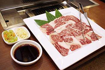 「松阪牛」もメニューに並ぶ。価格は40万キープ(約5,400円)と、ほかの肉の約10倍だが、富裕層からのニーズは高い