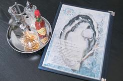 通年用意する生牡蠣は4種類の調味料も好評