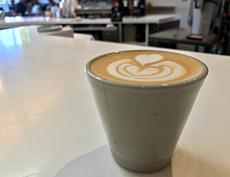 近年、シナモンやカルダモンなどのスパイスをふんだんに使用した新感覚のコーヒーが、ロサンゼルスのカフェで続々と登場している