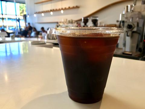 コーヒー愛好家をも唸らせる「ココナッツ・カカオ コールドブリュー」。テイクアウトで購入する人も多いという