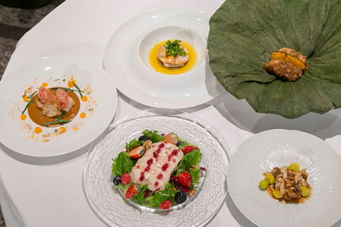 会場では、「RED U-35」のグランプリ受賞者やファイナリストの料理人4名が考案した「鶏むね肉料理」が振る舞われた