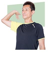 肘を曲げて腕を外側に開きましょう。アゴを引いて、体が反らないように注意。