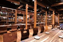 ゆったりとした掘りごたつ席。半個室と完全個室があり、最大50名の宴会に対応