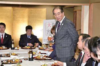 大阪商工会議所副会頭・サントリーホールディングス代表取締役副会長の鳥井信吾氏より乾杯の音頭がとられた