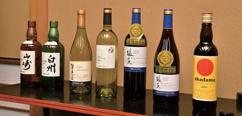 「大阪割烹体験2018」では、日本ワインとのマリアージュを提案する店も多い。この日の試食会でも、それぞれの料理に合わせて日本ワインを含む5種のワインと2種のウイスキーが登場した