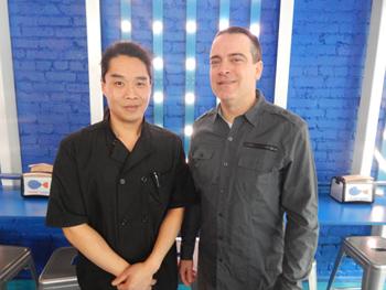 オーナーのフレイジャー氏(右)と、シェフのタン氏(左)。香港の飲食店でもシェフを務めていたタン氏は、「シアトルの人はすぐ流行に飛びつかず、口コミサイトのレビューなどを吟味して店を選ぶので気が抜けません」と語る