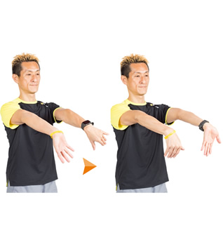 左右の腕で逆の方向にひねるように。前腕の内側と外側、両方に効きます。