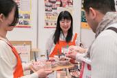 東京会場では恒例の「商品展示会」を同時開催。メーカーや全国の生産者からその場で商品のこだわりやレシピ例など、メニュー開発のヒントになる情報が得られるとあって毎回大好評