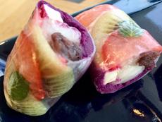 和食のアフタターンティーで提供されている創作和菓子。具材の色が透けて見えるようにライスペーパーを使用するなど、写真映えするビジュアルにこだわり、若い女性やカップルから大好評