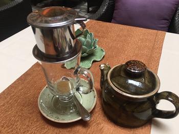 フランス式フィルターで抽出する「ベトナムコーヒー」を提供する店は、香港ではごくわずか。「ドリップしている間もコーヒーの香りを楽しめる」と、これを目当てに来店する人も多い