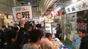 市場見学ツアーは各店の特徴を知り、気になる店を見つけることが目的。参加者は店主の話に熱心に耳を傾けていた