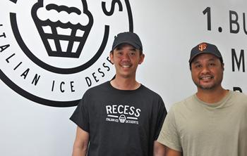 デザートの開発に情熱をかける共同オーナーのラリー・トラン氏(左)とクリス・シラボン氏。「たい焼きパフェ」のヒットにあぐらをかかず、より広く愛される形を探し求めたことで、さらなる成功を手に入れた
