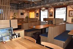浜辺の定食店をイメージした27坪45席の店舗