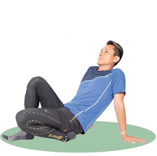 上体は軽く後ろに倒して、内側に曲げた脚の膝を少し浮かせます。