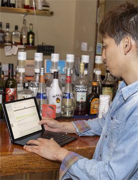 「ぐるなびPOS+」はクラウドで管理されているため、どこにいてもPCやタブレットなどでリアルタイムに売上などを確認することが可能。古川氏は全店舗の売上分析を行い、店舗の指導や経営戦略に活用している
