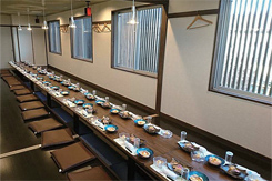 接待や顔合わせでも人気の2階個室。宴会には最大70名まで対応