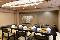落ち着いた雰囲気の完全個室は、顔合わせや接待での利用が多い