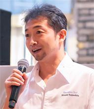 「AIX:S」のオーナーシェフ・山下氏。「ゴーガンカレー」に合わせて提供したオードブルについて、食材などを解説