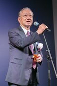 懇親会で挨拶する「RED U-35」発起人の滝 久雄(株式会社ぐるなび代表取締役会長 CEO・創業者)。2013年に「RED U-35」を始めた経緯を語り、その発展に感謝を述べた