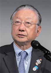 「RED U-35」の発起人で、株式会社ぐるなび 代表取締役会長CEO・創業者の滝久雄も登壇。「大いに学び考え、新しい価値を築いてほしい」と挨拶した