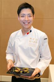 記者発表会後には試食会も行われ、「RED U-35 2018」で優勝した糸井章太シェフが、「マサバのこぶ締め炙り」を振る舞った