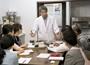 茶懐石の料理と細かな作法を、伝統を受け継いでていねいに指導。長年のメンバーや遠方からの参加も
