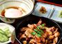 独自に開発した看板料理!博多の味をアピールし集客
