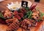 おしゃれで明るい空間と豪快な肉料理で人気店に!