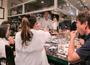 様々なテーマで食事会を開催。生産者と消費者の架け橋を目指し、スタッフの成長の場としても活用